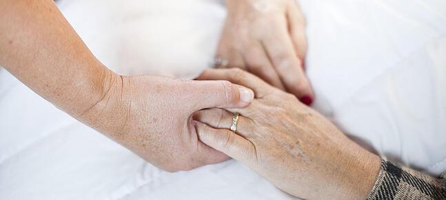 hands-holding-elderly